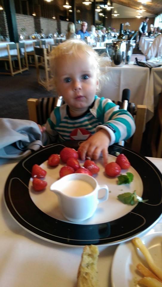 Arthur spiser jordbær